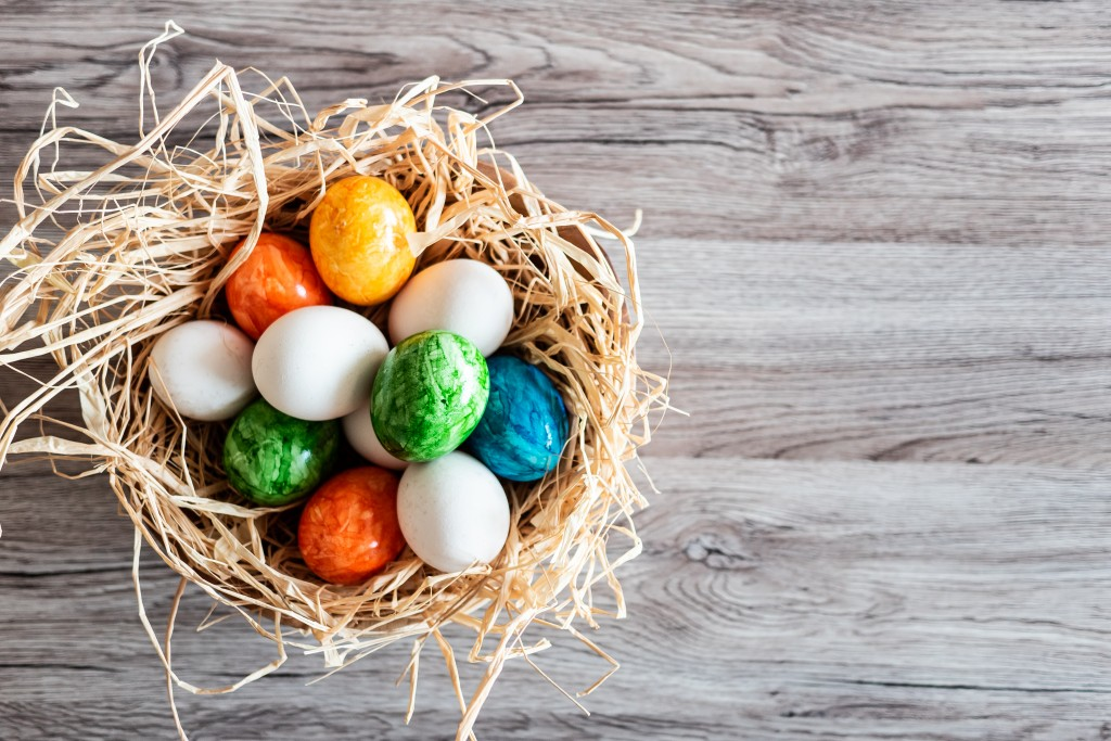 easter-holidays-greetings-background-picjumbo-com